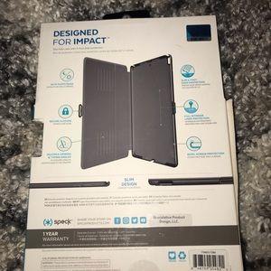Specks iPad cover